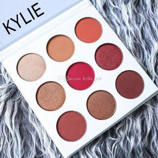 kylie-jenner-makeup-palettes-pressed-powder.jpg